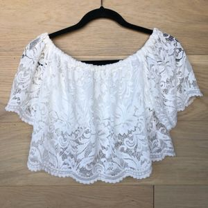 Tops - Lace of the shoulder Crop
